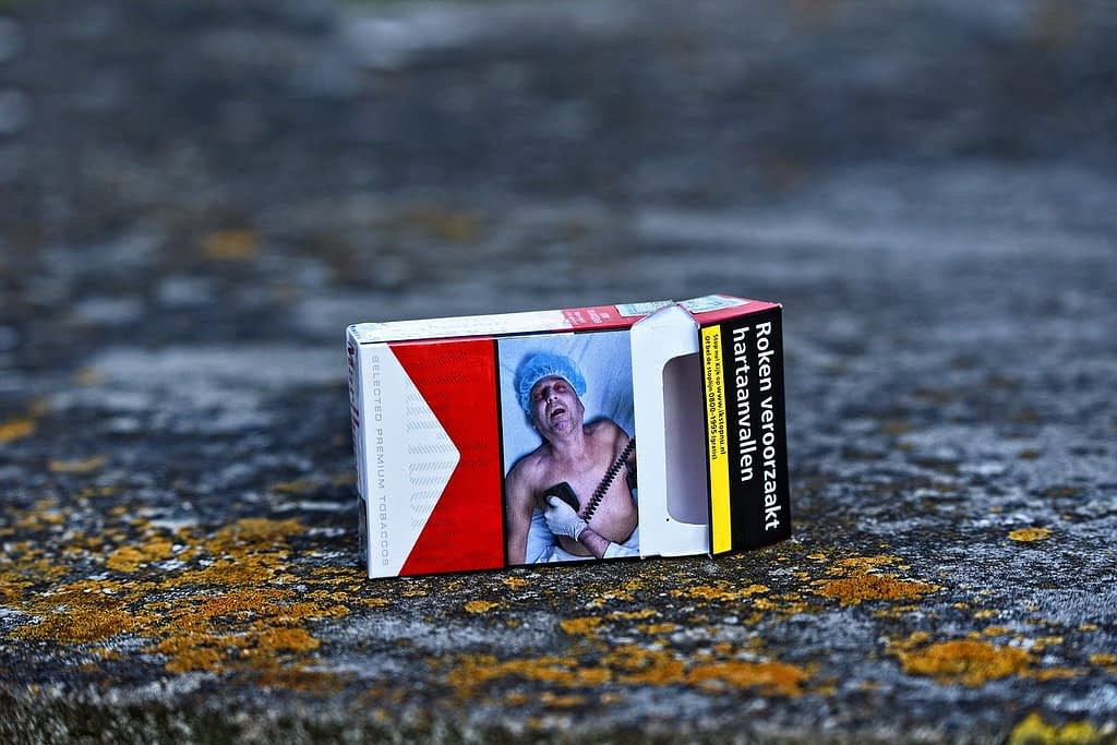 Cigarette Tobacco Smoking Nicotine  - MabelAmber / Pixabay